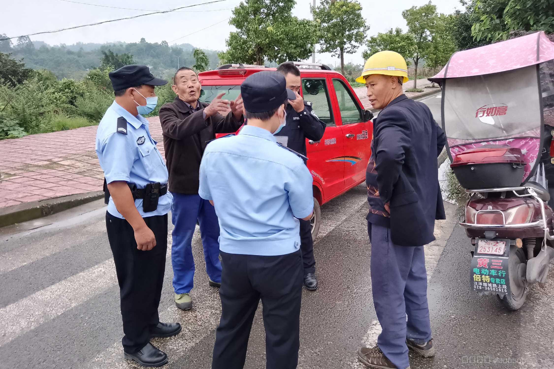 近日,仁寿县公安局汪洋派出所巡防队在日常...
